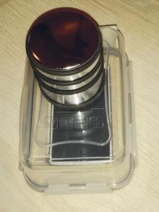 """Abb. 3: Experimenteller """"Aufbau"""" für die Messung der Masse eines Türstoppers mittels Smartphone ©Daniel Gembris"""