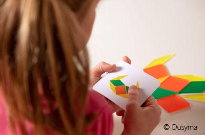 Patterni-Kind-spielt